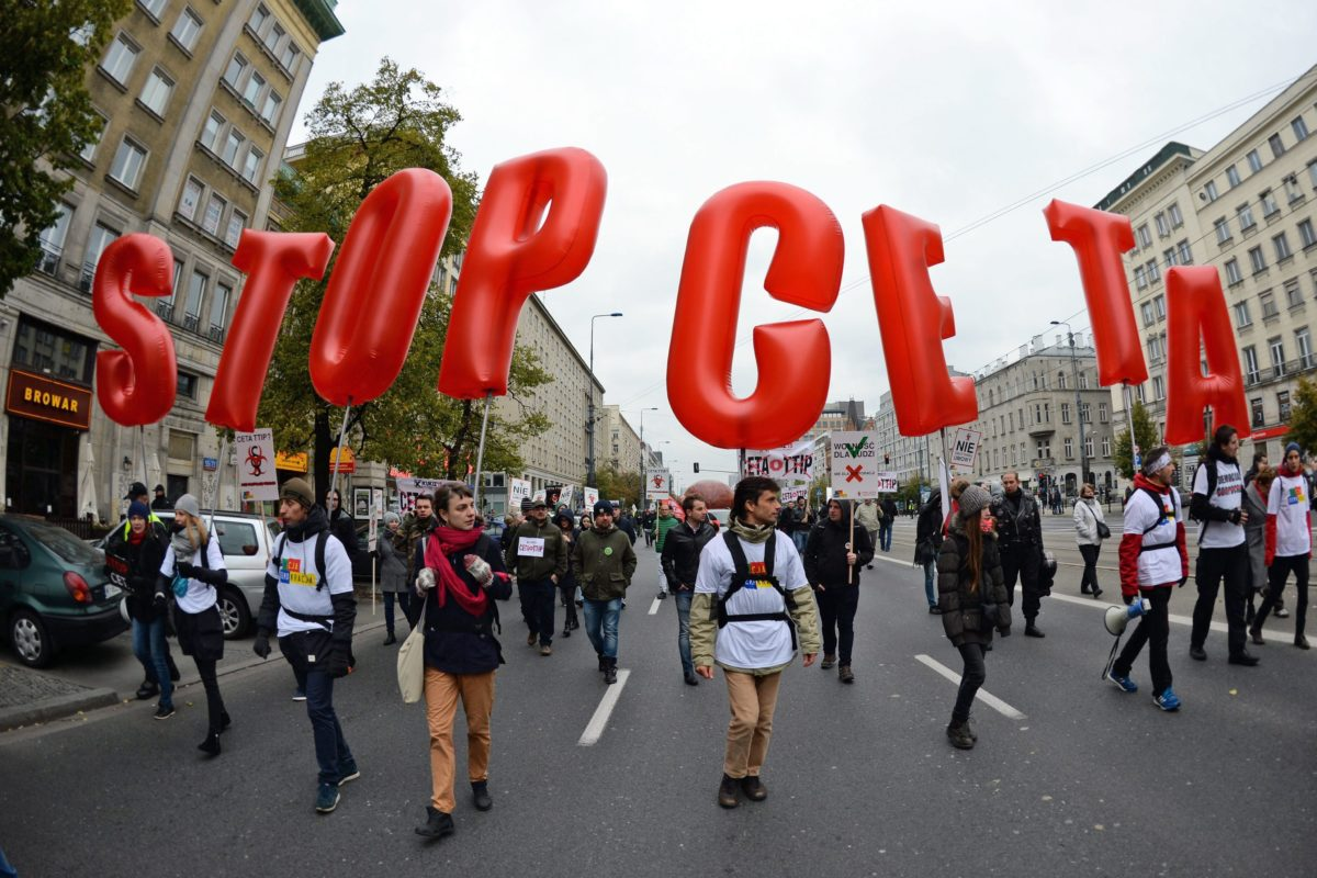"""2016-10-15 00:00:00 epa05586442 People carrying baloons forming the slogan """"STOP CETA"""" march during a demonstration against the CETA and TTIP trade agreements, in Warsaw, Poland, 15 October 2016. A coalition of organisations wants to stop the both controversial Comprehensive Economic and Trade Agreement (CETA) between Canada and the European Union (EU) and the Transatlantic Trade and Investment Partnership (TTIP) between USA and the EU. EPA/JACEK TURCZYK POLAND OUT"""